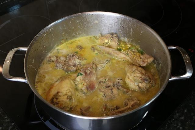 Preparación de conejo en salsa de almendras