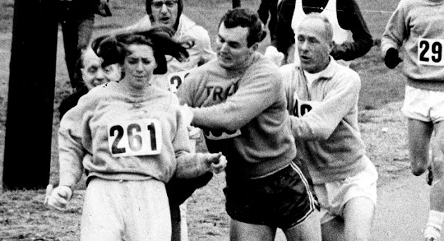 Quem foi a primeira  mulher a correr em uma maratona?
