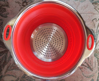 Beaumont Kitchenware Top Rated Collapsible Colander   BPA Free 425°F Silicone   Top Quality Heavy Duty Strainer   Stainless Steel 304 Never Rust   Dishwasher Safe   Collapses Effortlessly   3 Qt