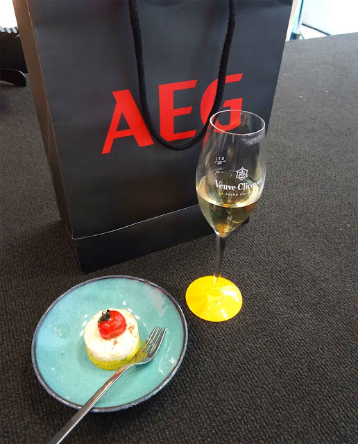 Champagner und AEG Goodybag