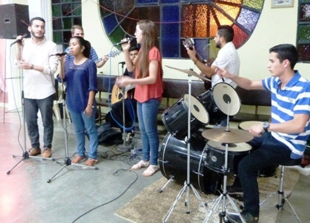 misioneros-del-espiritu-santo-integrados-a-la-iglesia-con-musica-y-accion-social-fotos