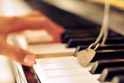 Làm thế nào để quay phim khi chơi piano không bị vấp