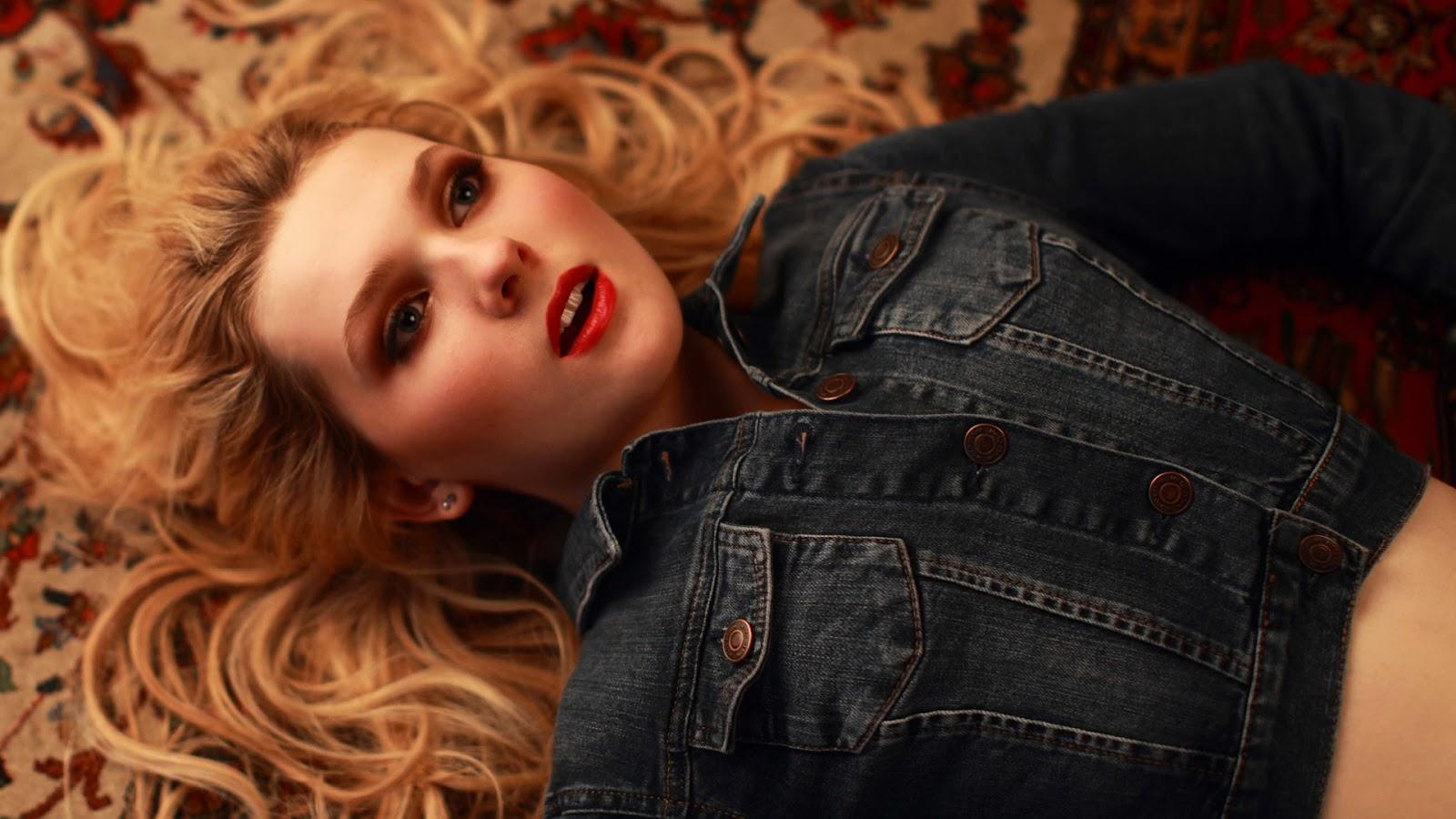 Red Lips of Abigail Breslin