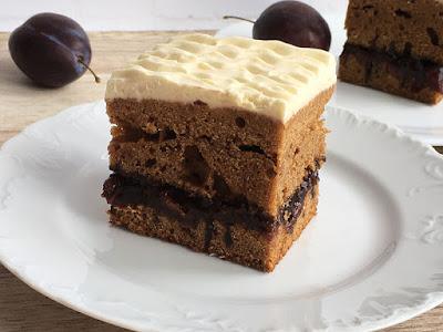 Ciasto z kremem i śliwkami
