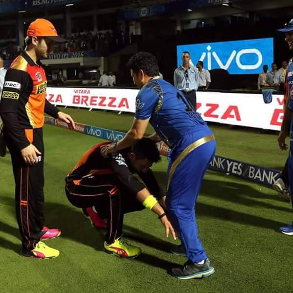 Yuvraj Singh showed his respect to Sachin Tendulkar by his touching feet at Visakhapatnam during the Sunrisers Hyderabad Vs Mumbai Indians match on Sunday.   Yuvraj Singh was back in the Sunrisers Hyderabad team after a long layoff due to poor form.   He made an impressive comeback by scoring a 23-ball 39 before getting out hit wicket. Sunrisers Hyderabad went on to beat Mumbai Indians by 85 runs.