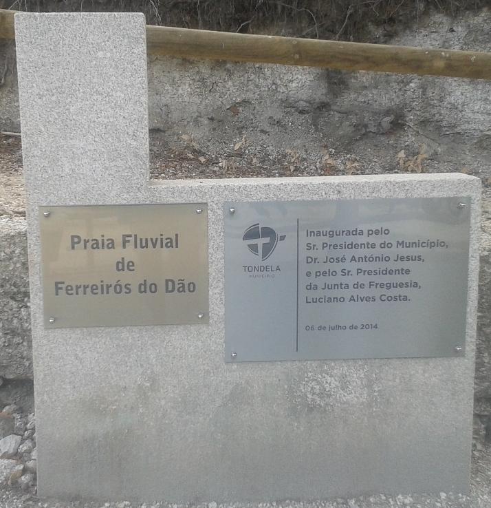 Placas de Inauguração zona lazer Ferreirós do Dão