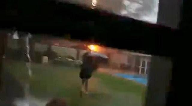 Vidio: Detik-Detik Mengerikan Gadis ini Tersambar Petir Diduga Payung itu Penyebabnya