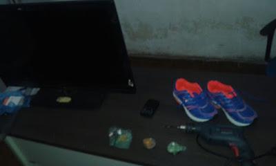 Traficante é preso com drogas e produtos roubados em Vargem Grande