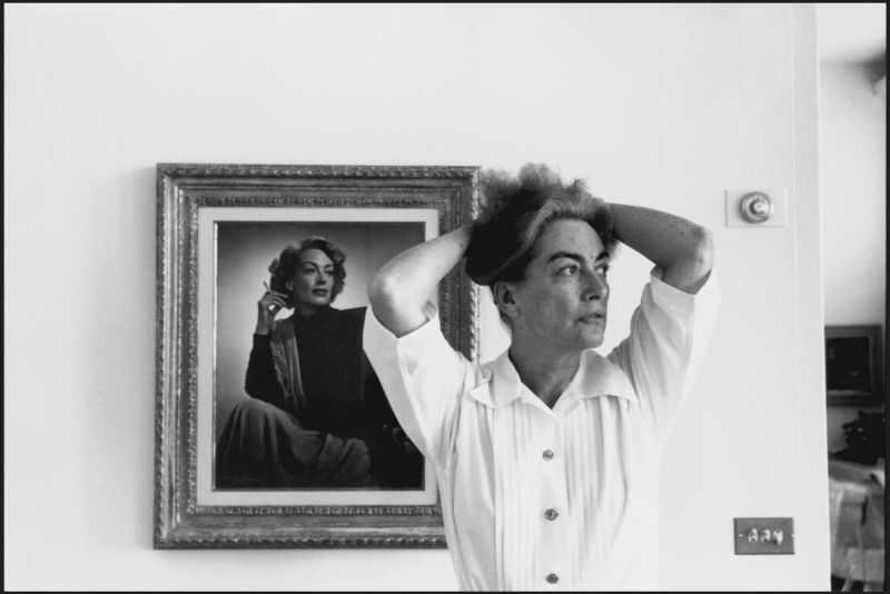 Amazing Black and White Photos of Joan Crawford's Personal Life Taken by Eve Arnold in the 1950s
