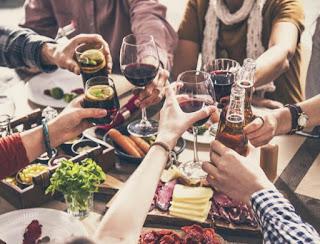 Apakah minum bir sebelum anggur mengurangi mabuk?