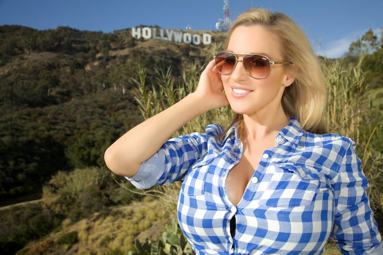Jordan Carver Hot Navel Show In Checked Shirt In Hollywood -1146