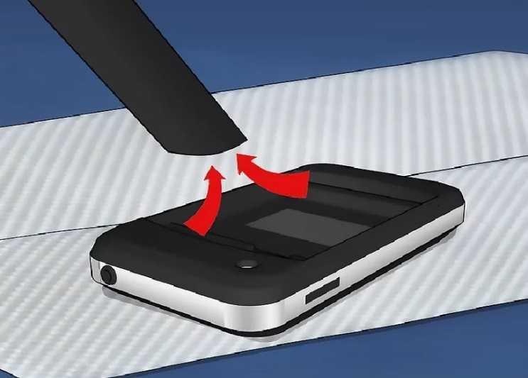 Telefonun bez girmeyen yerlerindeki sular elektirikli süpürge yardımı ile çekilmelidir.
