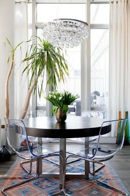 اثاث شفاف، اثاث زجاجي، كراسي زجاجية، كراسي شفافة، طاولة زجاجية، منضدة زجاجية، طاولة شفافة،