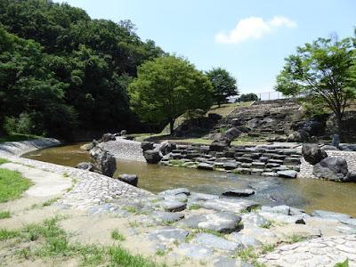 水辺プラザ 川遊びの空間