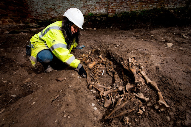 Dig finds UK's oldest sacred site