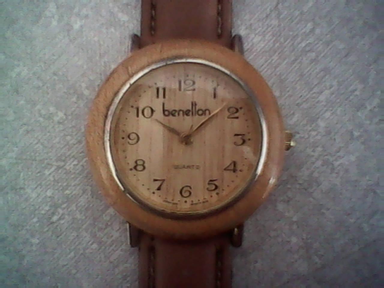 08fa44e8c1f Relógio Benetton com caixa de madeira