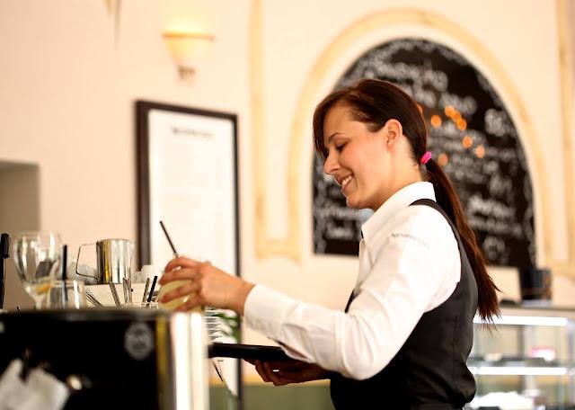 Nigdy nie będę kelnerką... Gdy los płata figle.