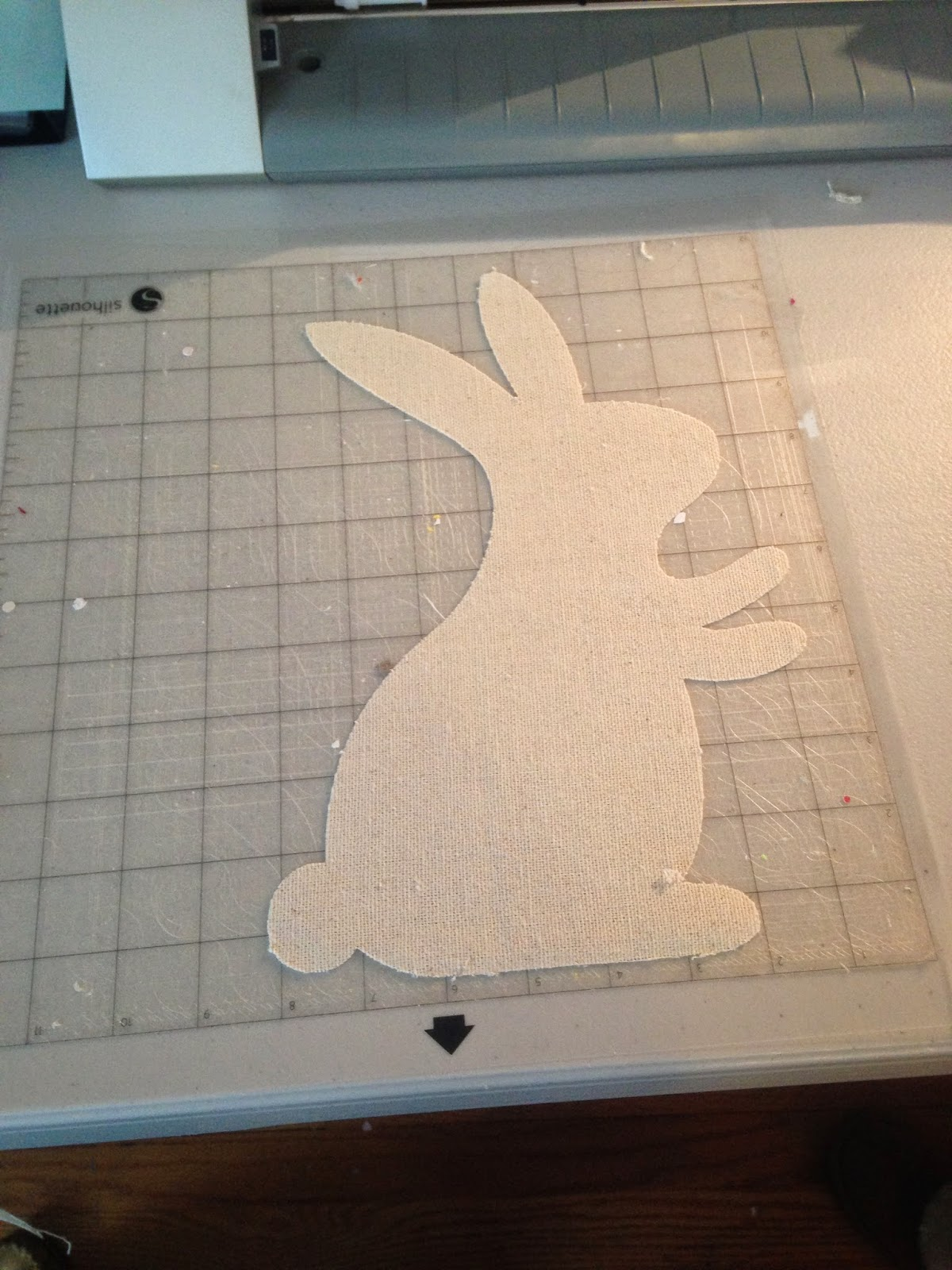 Silhouette project, Silhouette idea, easter bunny, table runner, cutting mat
