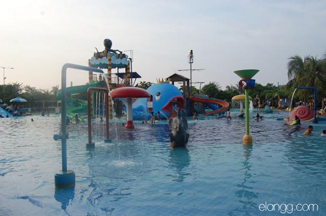 wisata bahari lamongan, kolam renang
