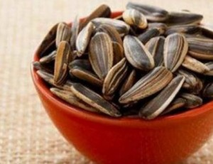12 Amazing Benefits Of Sunflower Seeds For Skin, Hair, And Health
