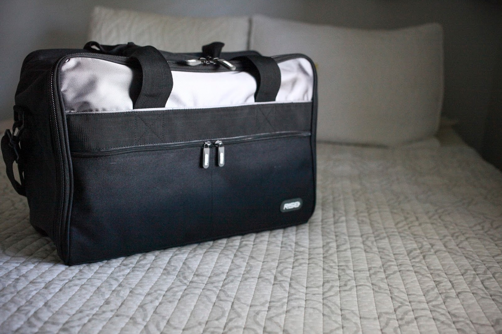 Jumper bag in grey by RISE Gear