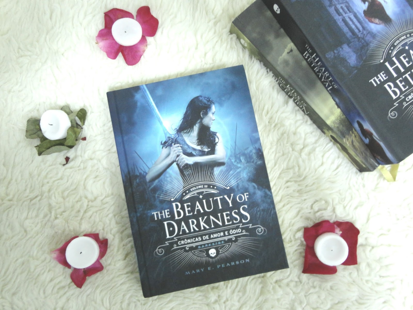 { #RESENHA } THE BEAUTY OF DARKNESS - MARY E. PEARSON