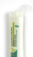 Shampoo Suave Low Poo Kanechom aberto, frasco branco e rótulo em tons de verde