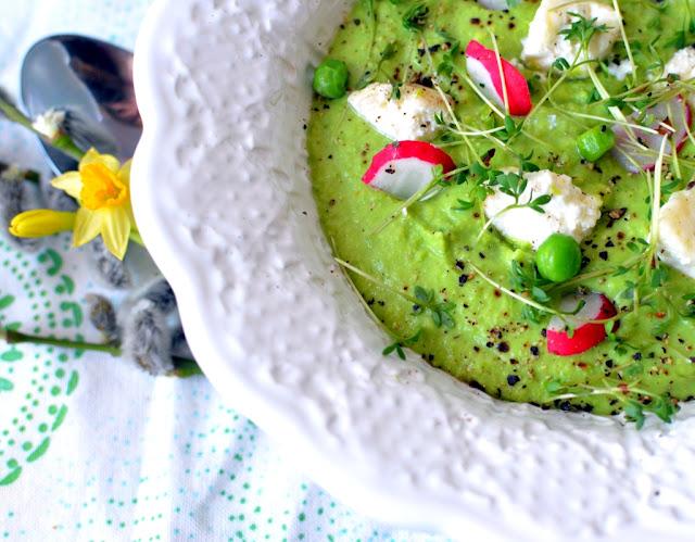 zupa-z-groszku Zielony krem z groszku z rzeżuchą i białym serem