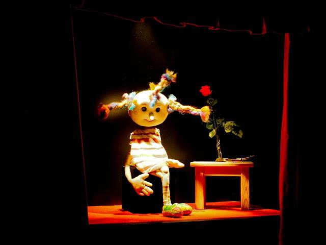 Mariona, la marioneta que da la bienvenida al TOPIC de Tolosa