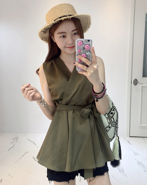 Sleeveless Ribbon-Waist Flared Blouse