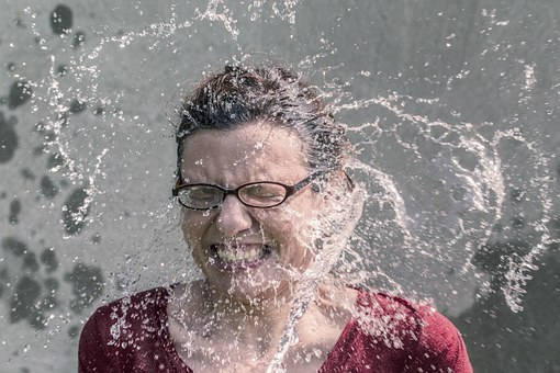Cara Mencuci Wajah yang Benar untuk Kulit Berminyak dan Berjerawat