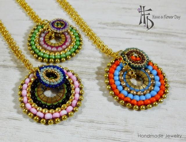 FIDJI. Colgantes de cuentas · Beaded pendants