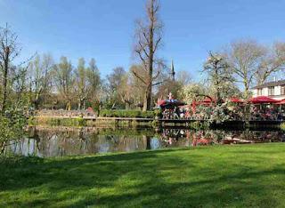 Taman Vondelpark Amsterdam, Tempat Wisata di Belanda Terbaik yang Wajib Dikunjungi, wisata belanda murah, tempat wisata di amsterdam, tempat wisata di belanda saat musim dingin, tempat belanja di belanda, paket wisata belanda, tempat romantis di belanda, taman bunga belanda, taman belanda