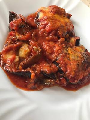 Zapiekany bakłażan w sosie pomidorowym z parmezanem i mozzarellą