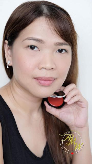 经典红色评论中的K色脸颊色调照片。如何制造醉酒脸红。