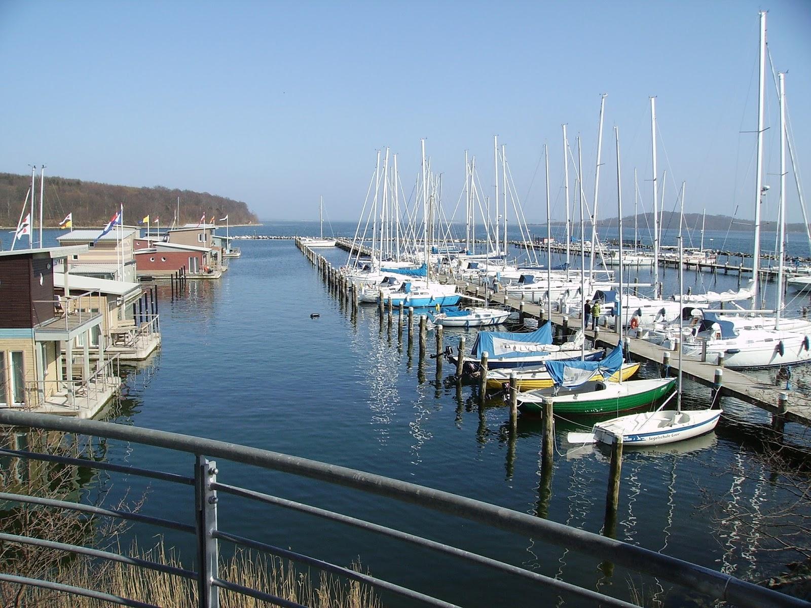 inselreport.de: Der Hafen Lauterbach (54° 21 ' N 013° 30 ' E)