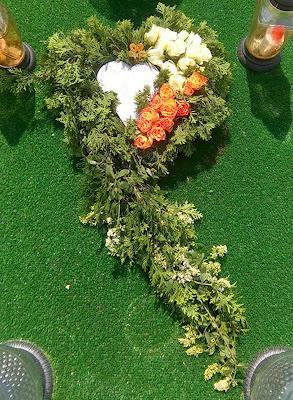 Jak zrobić wieniec na grób w kształcie serca