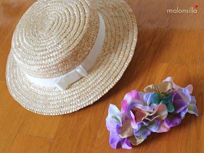 Canotier desmontable con flores en colores pastel y cinta blanca