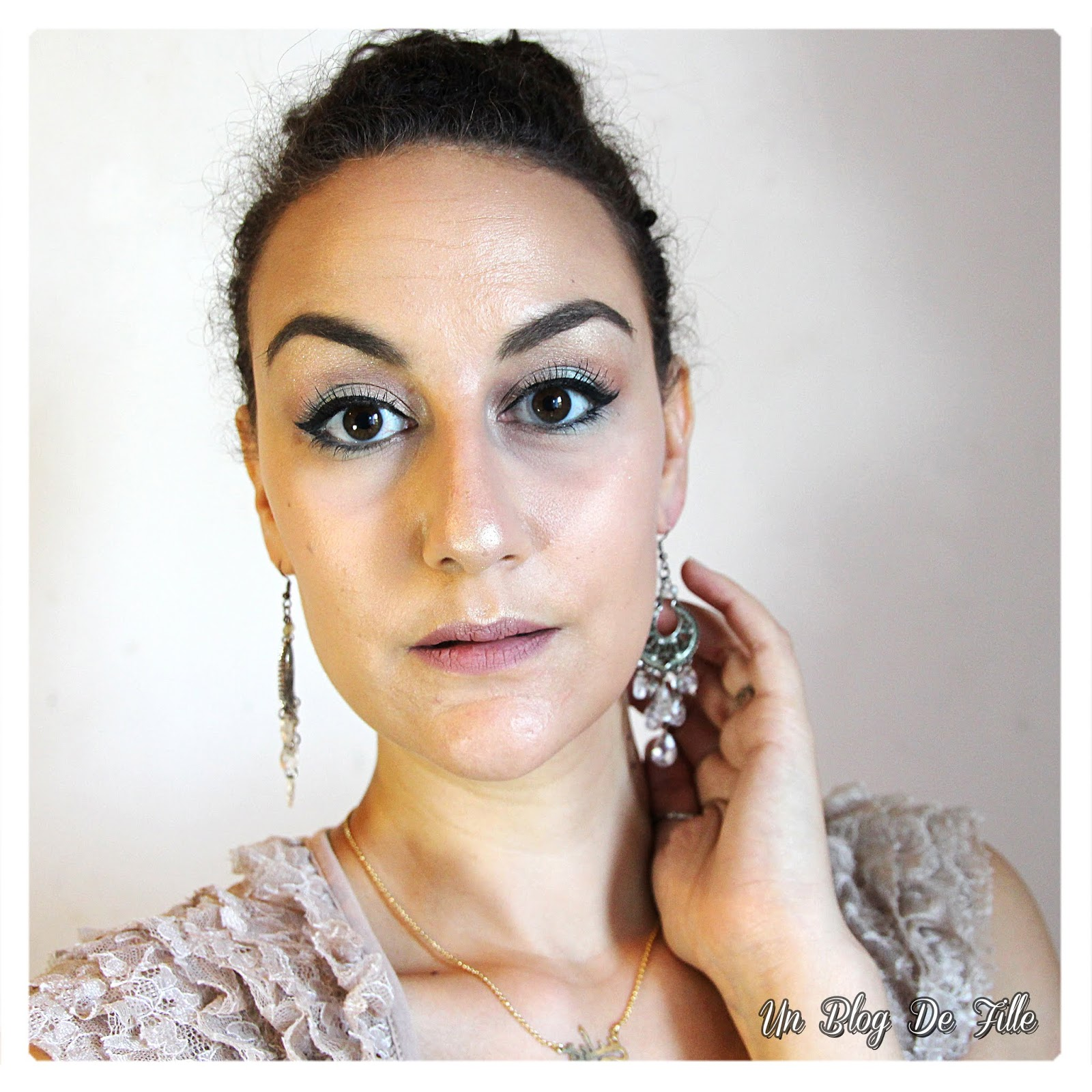 https://unblogdefille.blogspot.com/2018/05/maquillage-champagne-et-mint-msc.html