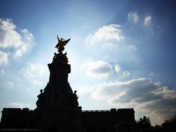 Monumento Reina Victoria frente al Palacio de Buckingham