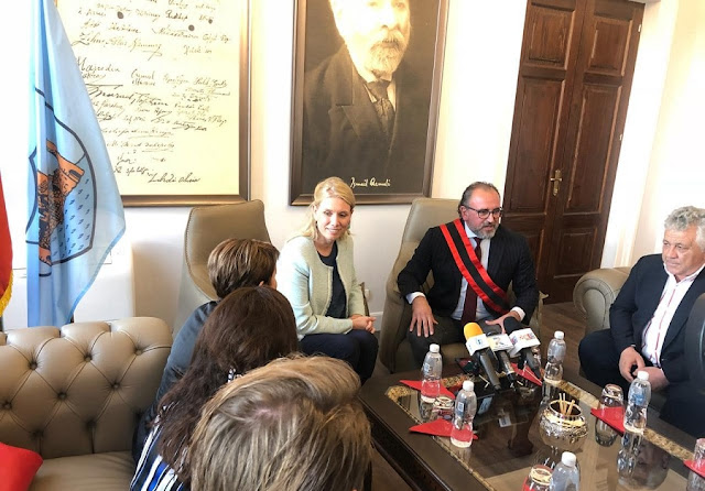 Vlora's Municipality Mayor Leli receives the Dutch Ambassador in Tirana Korthals Altes