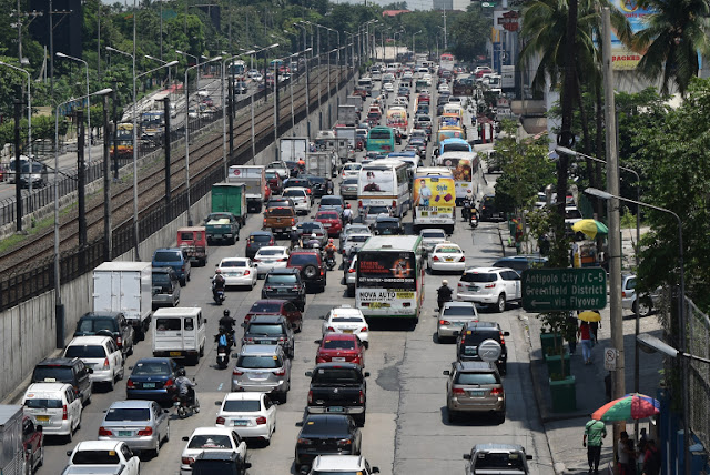 Is EDSA still 'walkable'? Blogger hiked the entire stretch of EDSA to find out