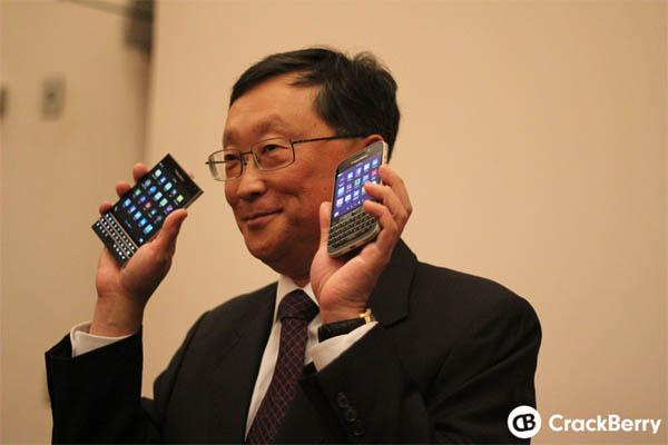 CEO BlackBerry Pamer Dua Smartphone Baru, Passport dan Classic