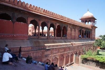 Tembok penjaga Masjid Jamak