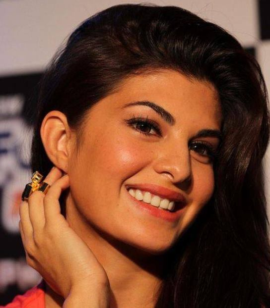Jacqueline fernandez age, movies, in saree, husband, date of birth, family, parents, feet, upcoming movies, Boyfriend, First Movie