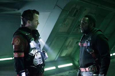 Chad L. Coleman and Thomas Jane in The Expanse Season 2 (12)