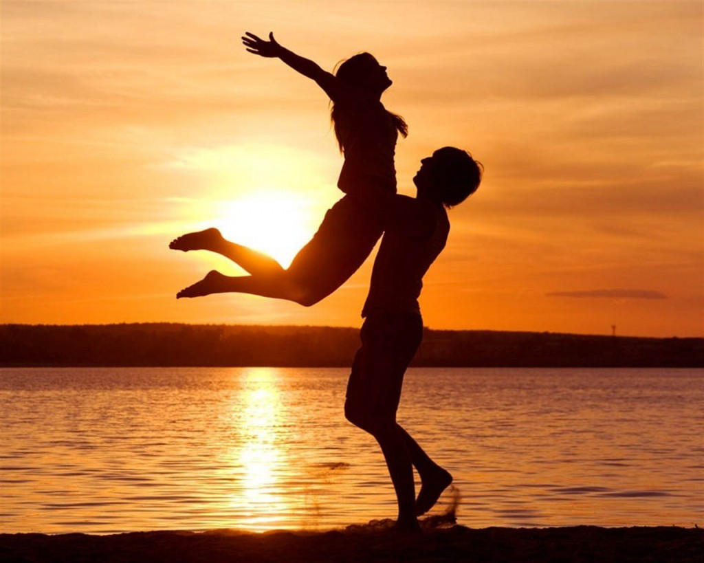 Romantic Couple On Beach Love Wallpapers