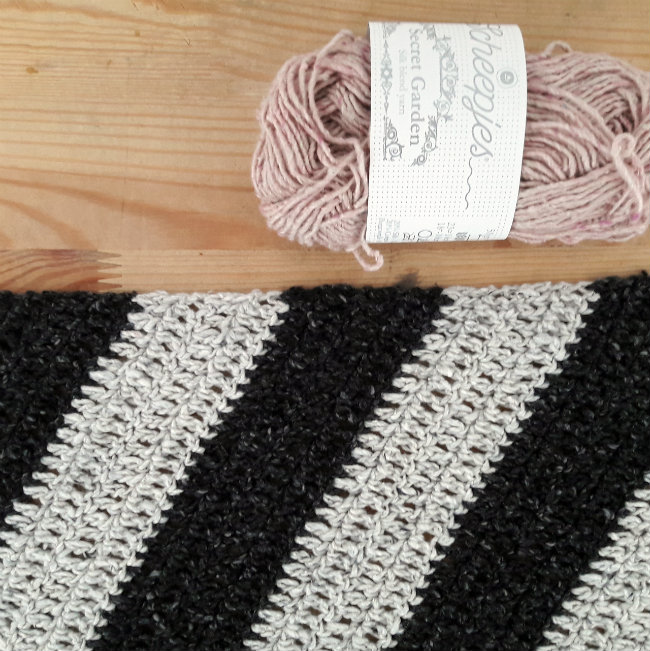 In progress: a scarf for fickle April | Happy in Red