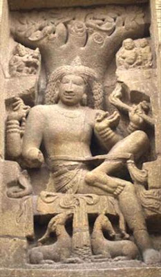 Shiva in his form as Dakshinamurthy at the Kailasnatha Temple, Kanchi, c. 700 AD. A pair of deer are under the throne.