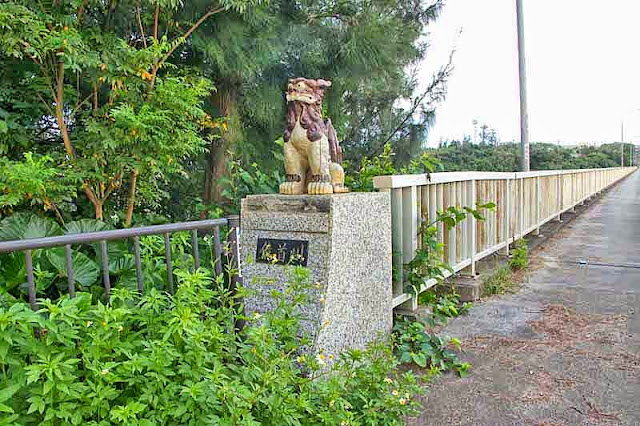 bridge, statue, shisa, facing east